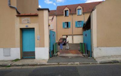 Effondrementà l'entrée d'un logement social à Triel